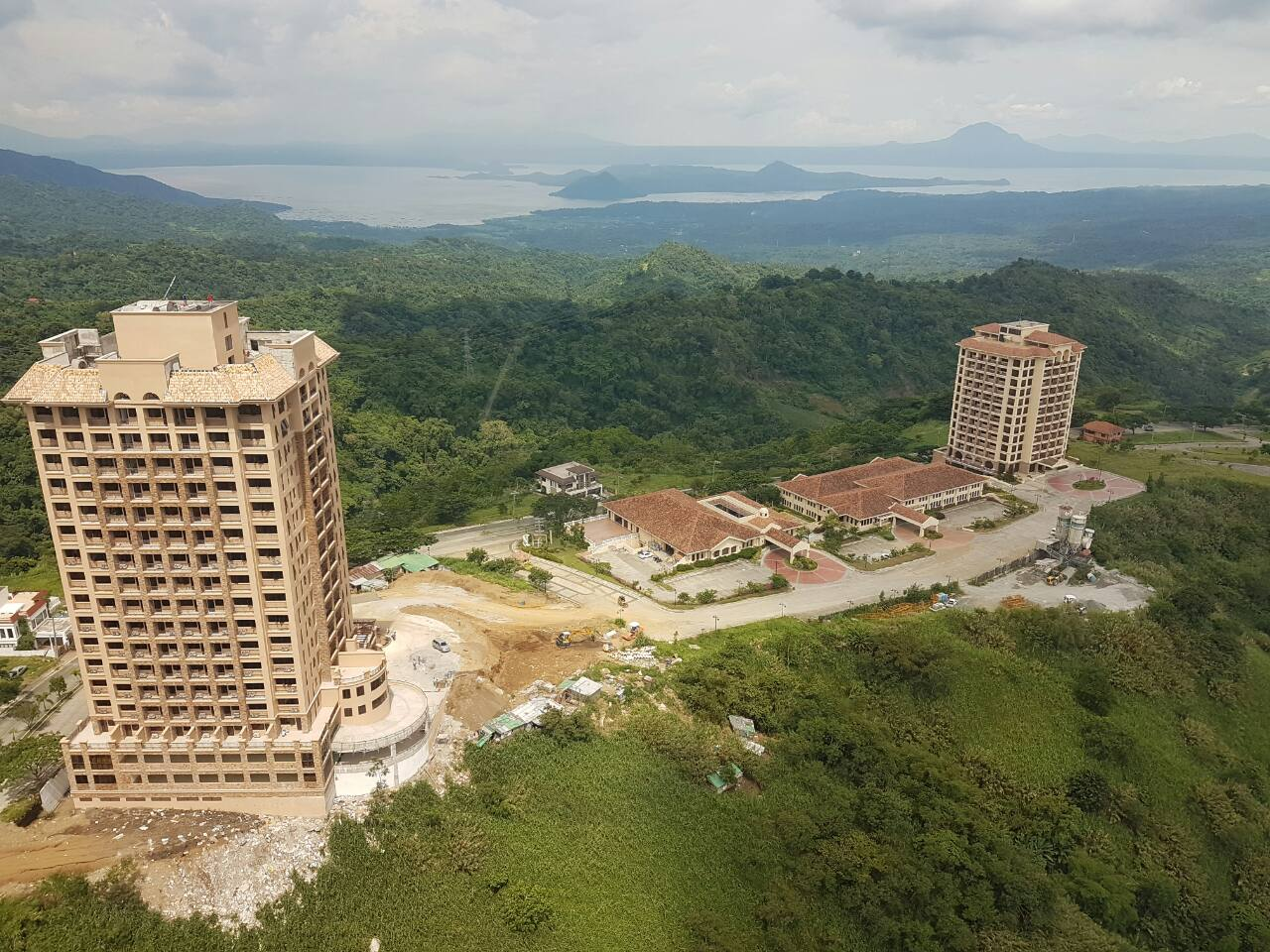 Splendido Taal Towers Sta Lucia Land Inc