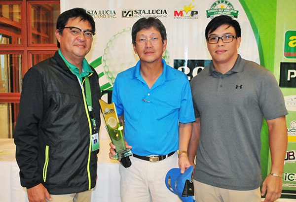 Alan Alegre (center) holds his trophy as he poses with Summit Point general manager Dan Salvador (left) and Sta. Lucia Amateur Open Tour chairman Vince Santos after topping the seniors division of the circuit's final qualifying leg at Summit Point in Lipa City, Batangas over the weekend. Alegre will join the tour's other top finishers in the Tournament of Champions on Aug. 25-27 at Beverly Place in Pampanga.